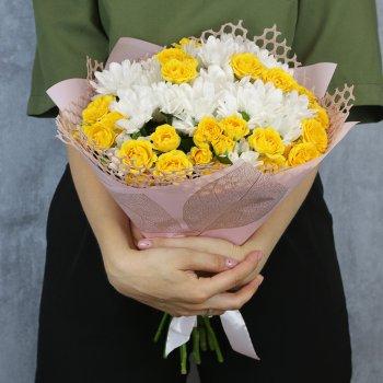 Букет из 5 кустовых хризантем и 7 кустовых роз