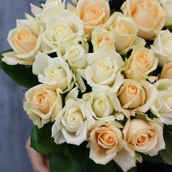 Букет из 25 роз нежный микс (50 см)