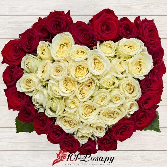 Букет Сердце - (51 красная и белая роза)
