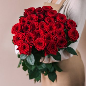 Букет из 25 красных роз Рэд Наоми (70 см)