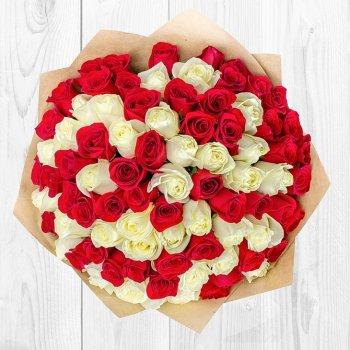 Букет Красное на белом (51 роза - 70 см)