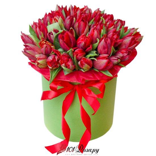 Букет из 51 красного пионовидного тюльпана  в коробке