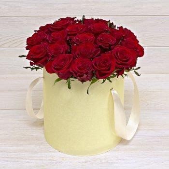 Букет 21 красная роза в коробке