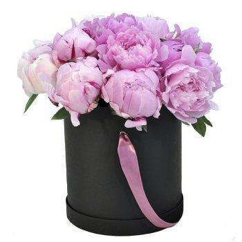 Букет из 15 розовых пионов в коробке