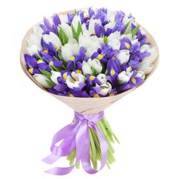 Букет из ирисов с белыми тюльпанами