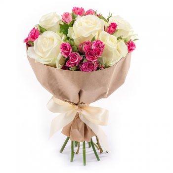 Букет из 5 белых роз и 4 розовых кустовых