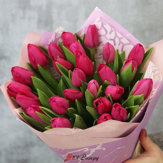 Букет из 25 малиновых тюльпанов