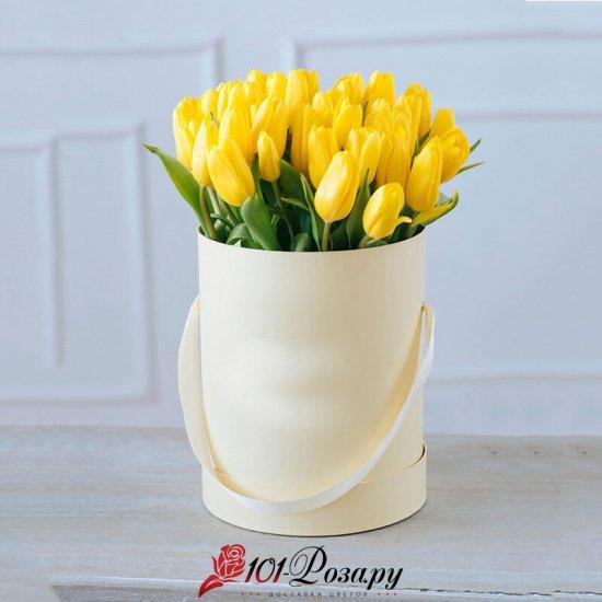 Букет из 25 жёлтых тюльпанов в коробке