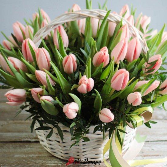 Корзина из 35 розовых тюльпанов