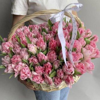Корзина из 151 пионовидного тюльпана